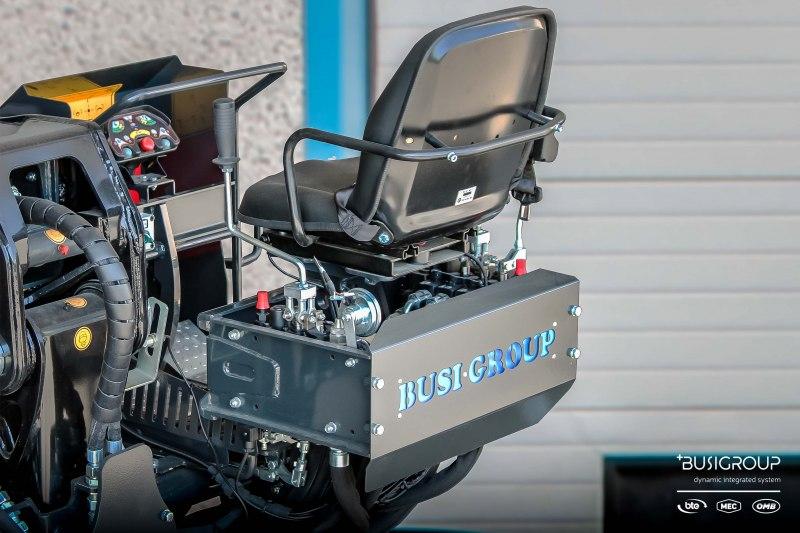 Postazione con comandi a Joystick meccanici e pedali